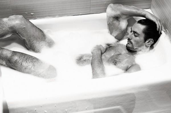Голое фото мужчин в ванной