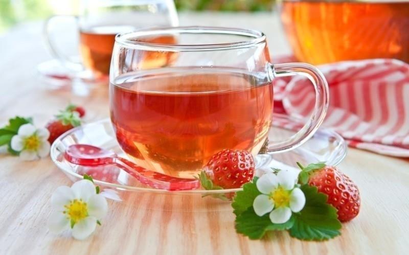 Чай с ягодами земляники